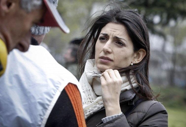 Roma, inchiesta sulle nomine: Raggi in Procura