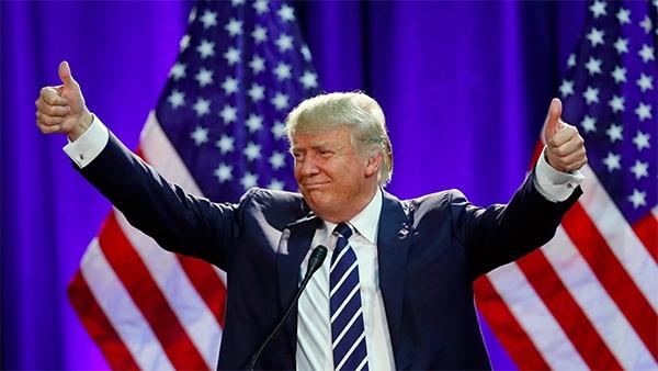 Lancia cellulare a Trump a convention, bloccato