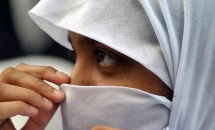 Rifiuta il velo islamico e la madre le rasa la testa. Allontanata dalla famiglia 14enne del Bangladesh