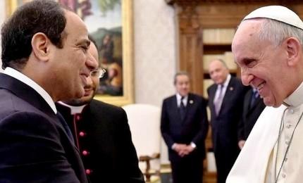 Papa in Egitto, solidarietà ai copti e mano tesa all'islam