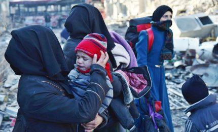 Siria, ricomincia l'evacuazione dopo la strage di profughi