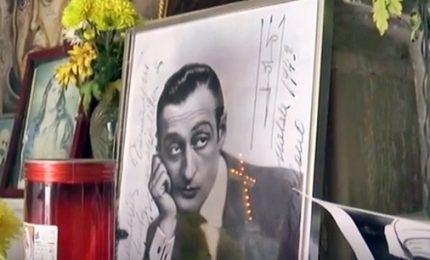 L'omaggio di Napoli a Totò, pellegrinaggio sulla sua tomba
