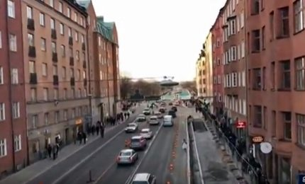 Stoccolma blindata, metro chiusa: la gente a casa a piedi
