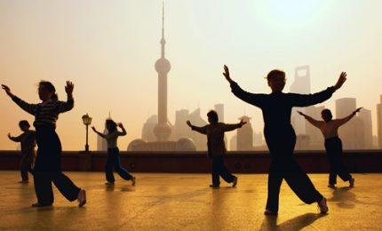 Shanghai, sulle rive del Huangpu la danza ritmata del Tai Chi