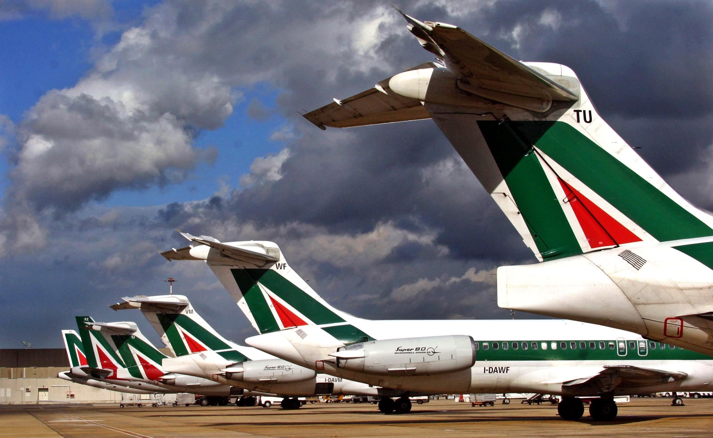 Lufthansa si sfila, il sondaggio: chiudete Alitalia