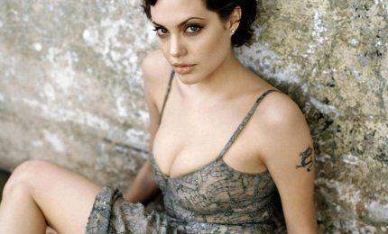 Angelina Jolie, flirt e matrimonio con un filantropo inglese
