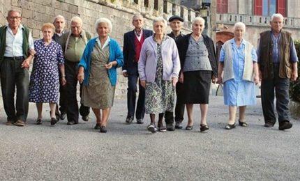 Calo residenti e sempre più anziani