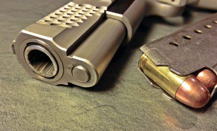 Reati in calo, boom richieste porto armi