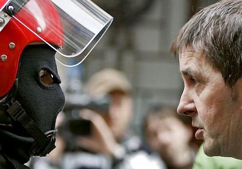 Madrid: non basta il disarmo, Eta chieda perdono e si dissolva