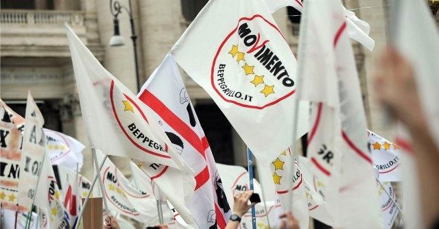 """Marcia su Roma, """"boia chi molla"""" e Casapond: aria di fascismo in M5s"""