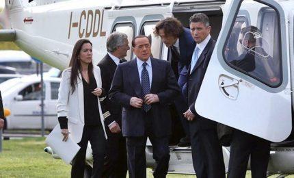 Berlusconi 'vola' al Salone Mobile: doppia moneta, legge elettorale e botte a M5s