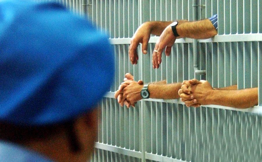 Da oggi è reato introdurre o avere un telefono in carcere
