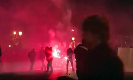 A Parigi scontri fra antifascisti e polizia dopo il voto