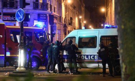 Ancora terrore a Parigi, jihadista uccide poliziotto e poi viene freddato. Era noto all'intelligence. Domenica si vota