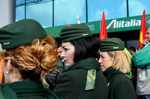 Con i commissari Alitalia tenta decollo