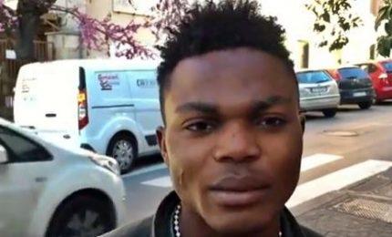 """Roma, gli immigrati nigeriani aiutano a pulire le strade: """"Ci siamo organizzati"""""""
