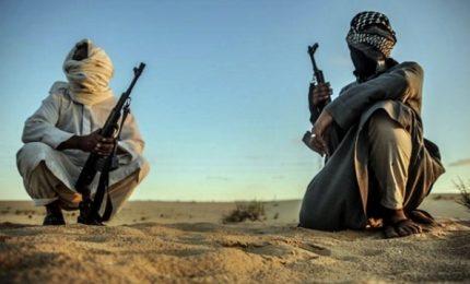 Nasce nel Sinai alleanza tribù anti-Isis, al rogo un jihadista. E il Papa arriva in Egitto