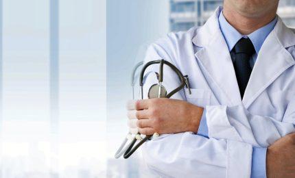 Critico sui vaccini, primo medico radiato da Ordine. La difesa: processo a Galileo