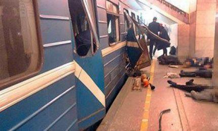 Attentato a San Pietroburgo, fiori per le vittime dell'attacco