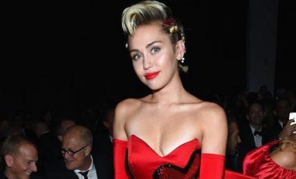 Miley Cyrus hackerata, le sue foto private finiscono online