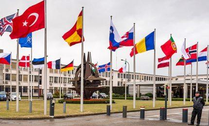 Stati Uniti ad alleati Nato: aumentare la spesa militari. Ma la Germania frena