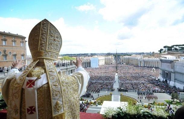 Papa: la morte di Gesù riflessa in chi soffre disumana ingiustizia e miseria