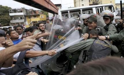 Retromarcia della Corte suprema, in Venezuela restituiti i poteri al parlamento