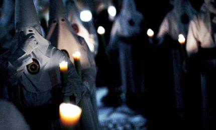 Tuniche nere e candele, la Pasqua a Siviglia