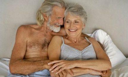 Sesso over 75, sono più gli uomini a farlo