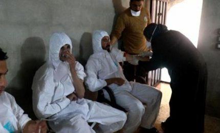 """Siria, raid aereo con gas tossici: almeno 58 morti. Mogherini: Bashar al-Assad """"responsabile"""". Damasco nega"""