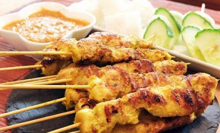 Ricette dal mondo, dall'Indonesia il saté di pollo con salsa di arachidi
