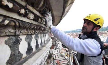 Cosa ci fa autogru di 56 metri davanti al Duomo di Firenze