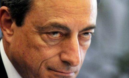 Draghi rinvia di 6 mesi rialzo tassi e riapre rubinetti a banche