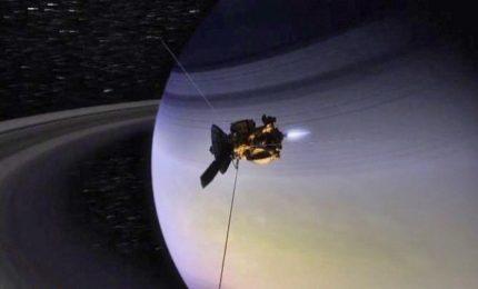 Il tuffo della sonda Cassini, mai così vicina a Saturno