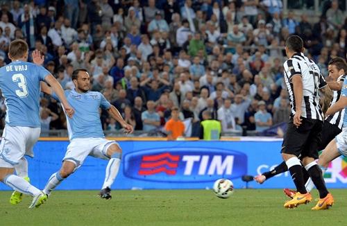 Serie A, in cima alla classifica restano in tre