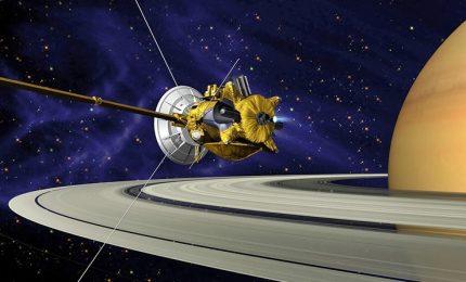 """Spazio, la sonda Cassini ha scoperto il """"grande vuoto"""" su Saturno"""