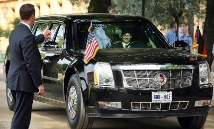 """""""The Beast"""", il blindato di Trump sfreccia per le vie di Roma"""