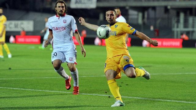 Serie B - Carpi prima finalista, Frosinone battuto in 9 contro 11