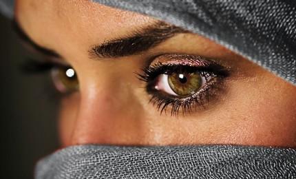 """Re saudita ordina: stop a """"esercizio patria potestà"""" su donne. E ora libere di scegliere"""