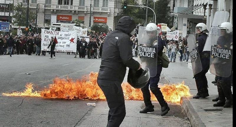 La Grecia sotto pressione approva nuove misure di austerità
