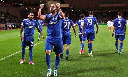 Monaco Juventus 0-2, Higuain prenota la finale