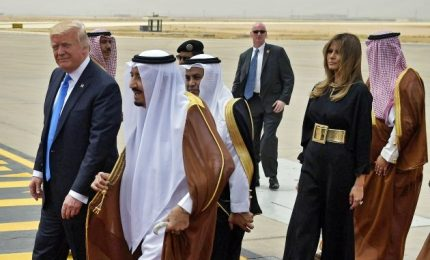 Usa, presidente e first lady arrivati in Arabia Saudita