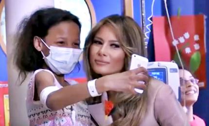 Bruxelles, Melania Trump di nuovo tra i bambini malati