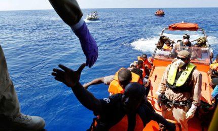 """Barcone con 500 migranti si ribalta: salgono a 34 le vittime, """"diversi bambini"""""""