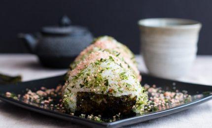 Gli onigiri giapponesi, ecco la ricetta per prepararli a casa