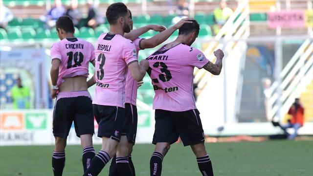 Milan impatta a Crotone, Fiorentina ko a Palermo