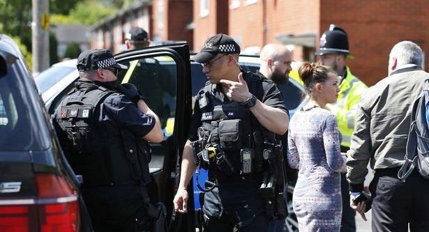 Strage Manchester: caccia ai complici del kamikaze