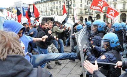 """Scontri tra aderenti e antagonisti. Sindacati polizia: """"Assordante silenzio della sindaca"""""""