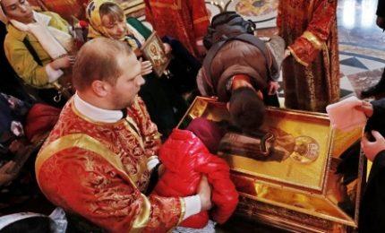 A Mosca tutti in coda per le reliquie da Bari di San Nicola