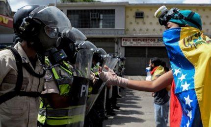 Violente manifestazioni contro Maduro a Caracas
